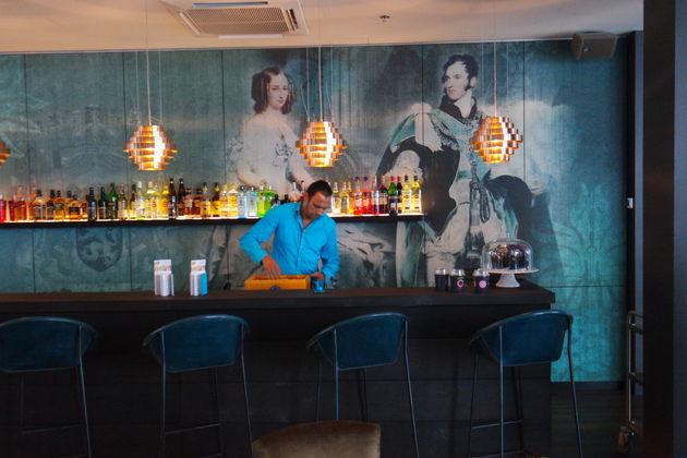 Bar-Motel-one3