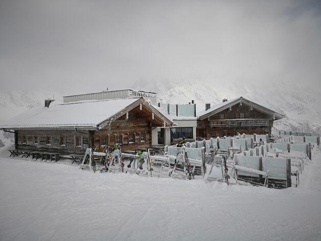 Besneeuwde berghutten in Ski Amadee