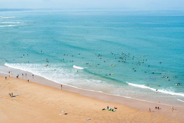 biarritz-surfers