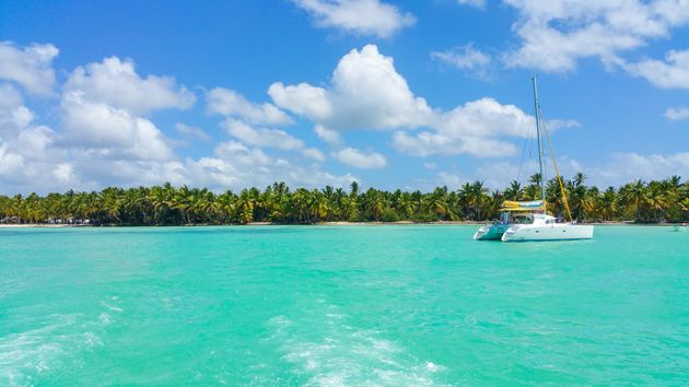 Catamaran-in-Caribbean