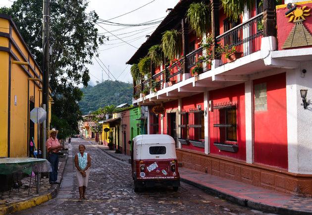 copan-honduras-straat-kleur