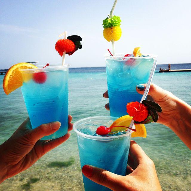 Blue_Curaçao_cocktails_drinken