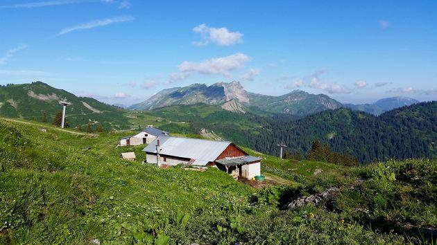 De boerderij van Gérard en Caroline in Blattin (2)