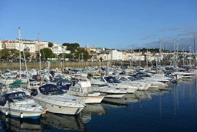 De haven van St. Peter Port