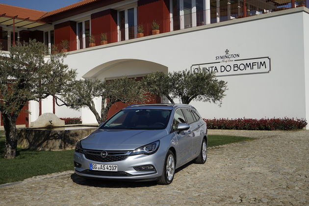 douro_vallei_portugal_Opel_Astra_Sport_Tourer