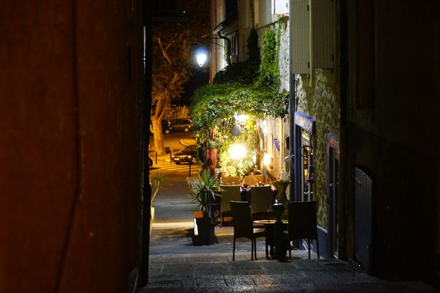 Vaison_La_Romaine_by_night