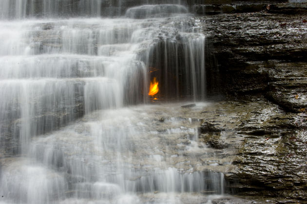 Eternal_flame_falls_natuurwonder