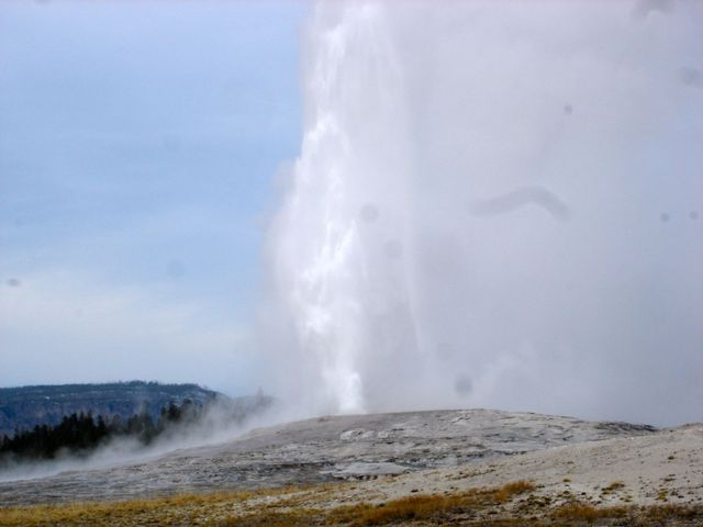 yellowstone_national_park_old_faithful