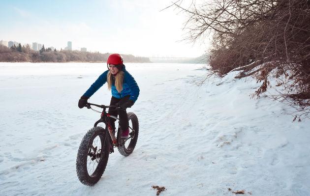fatbiken-bevroren-rivier