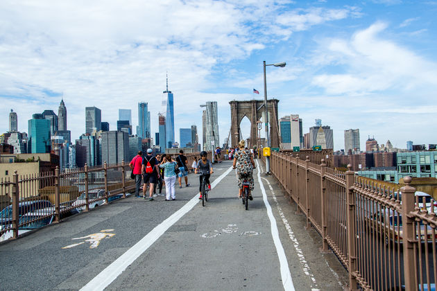 Fietsen-over-Brooklyn-Bridge
