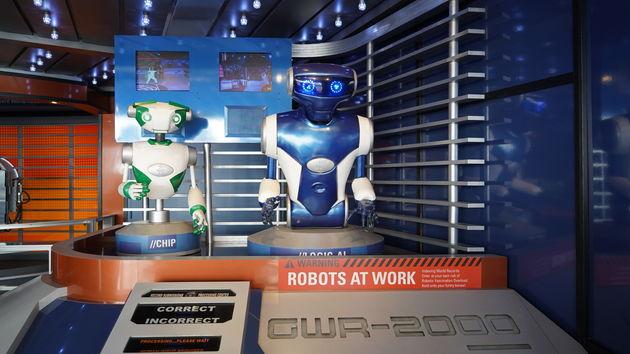 Hollywood_Boulevard_robots