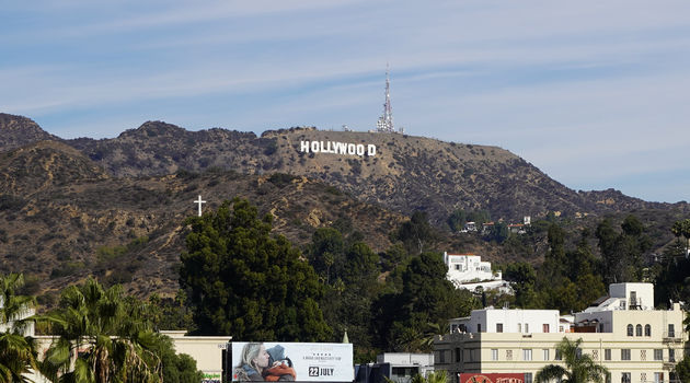 Hollywood_sign_mount_Holly