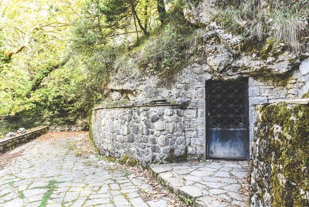 ingang-anemotrypa-cave