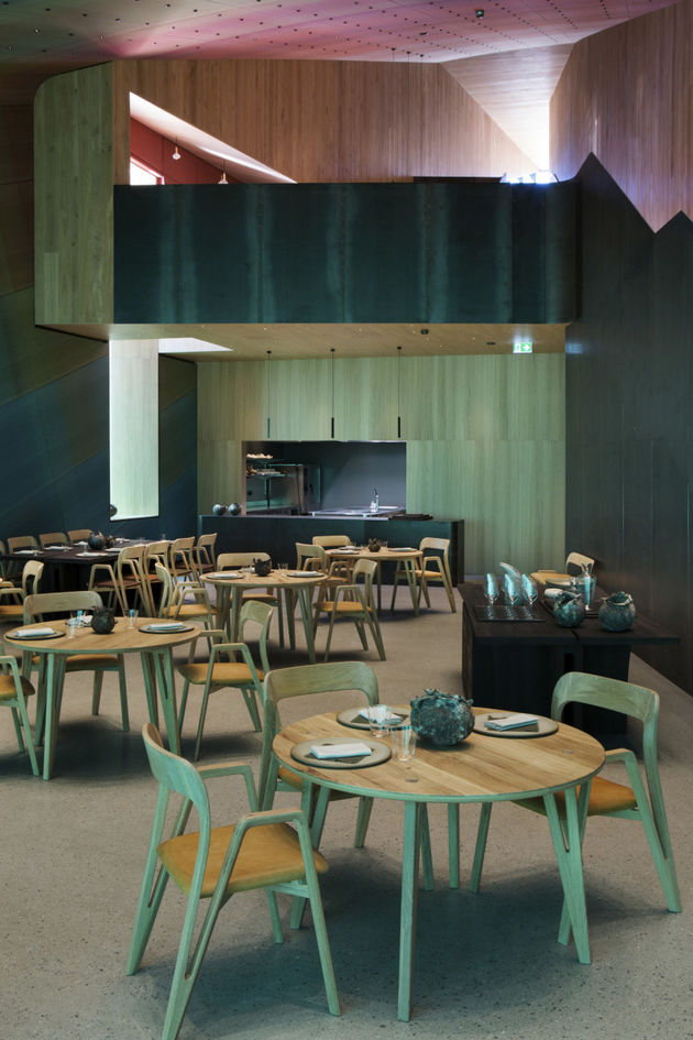 Interieur-onderwaterrestaurant-under