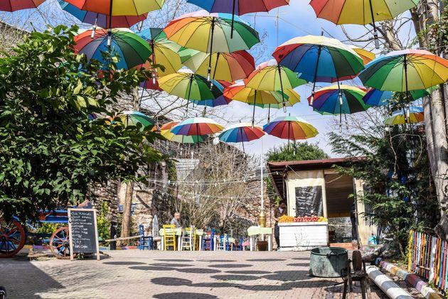 istanbul-balat-parasols