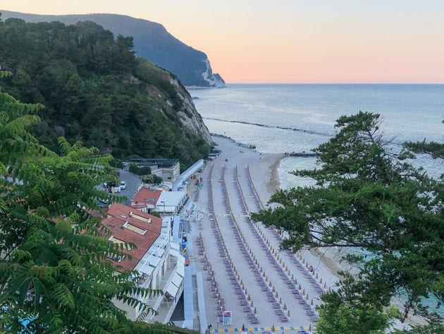 La-terrazza-Numana-beach