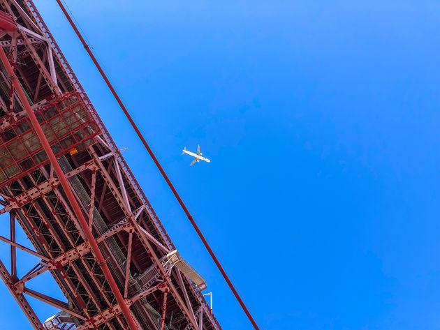 lissabon-brug-vliegtuig