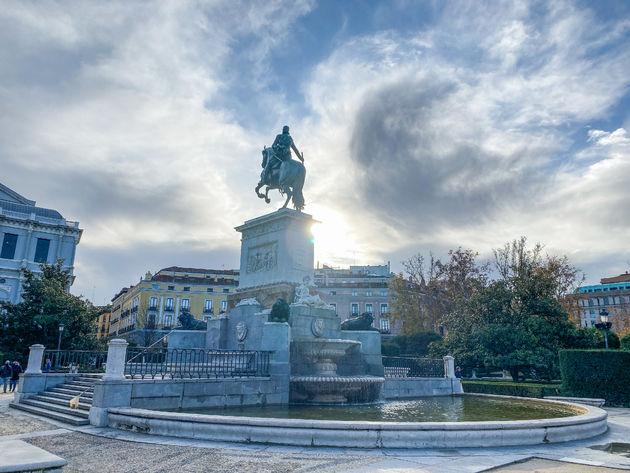 madrid-standbeeld-paleis