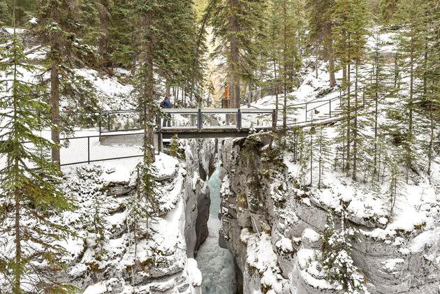 maligne-canyon-brug