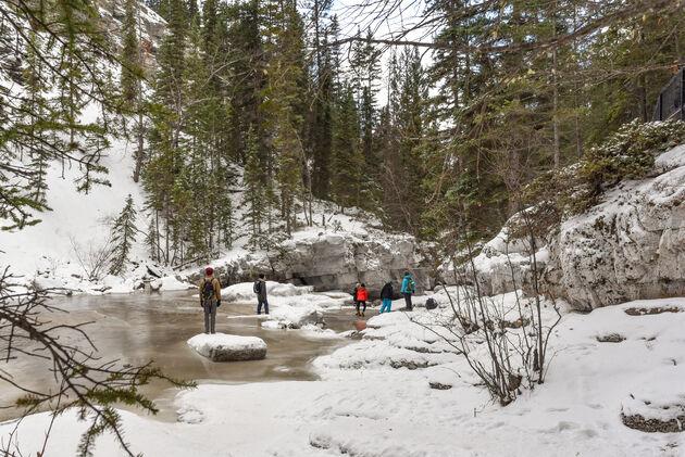 maligne-canyon-ice-walk