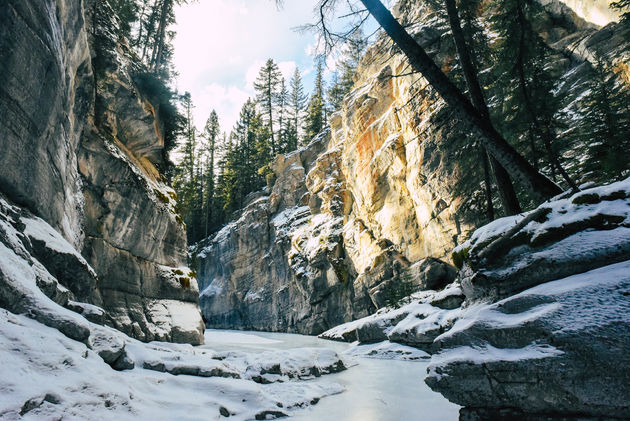 maligne-canyon-winter