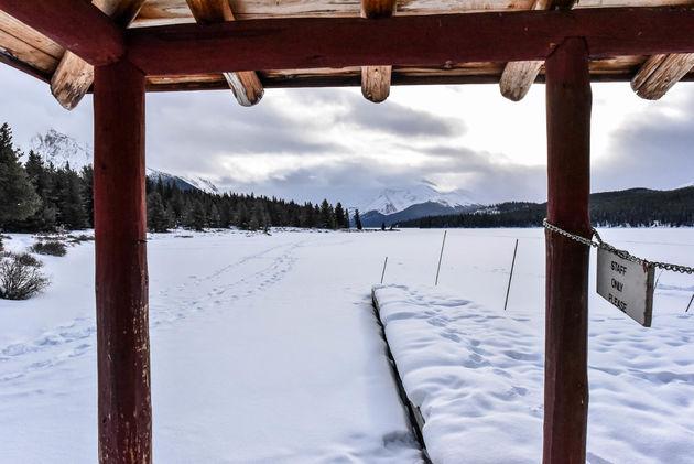 maligne-lake-boathouse-uitzicht