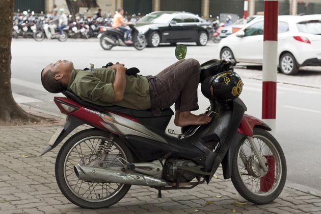 man-scooter-vietnam