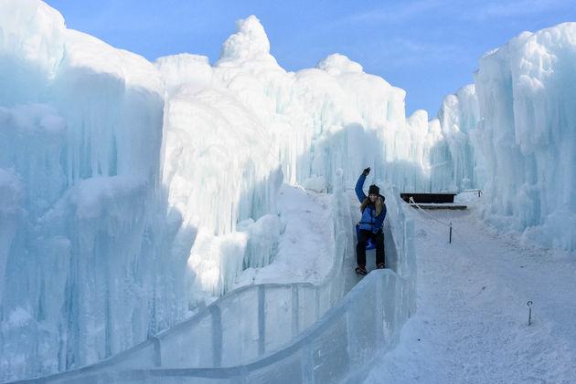 marloes-glijbaan-edmonton-ice-castles