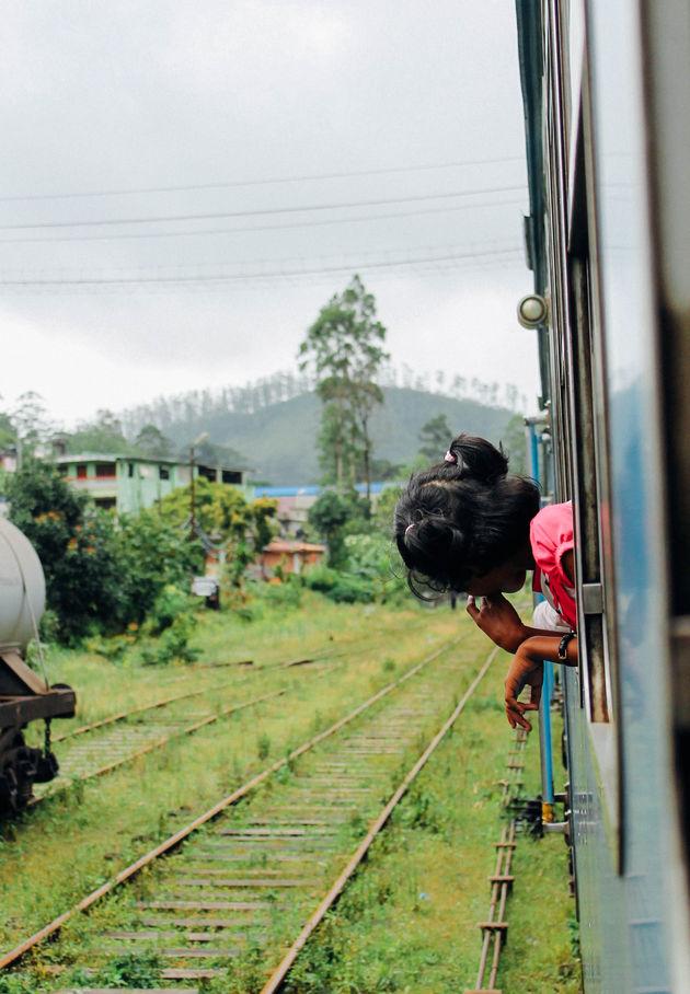 met-trein-door-sri-lanka