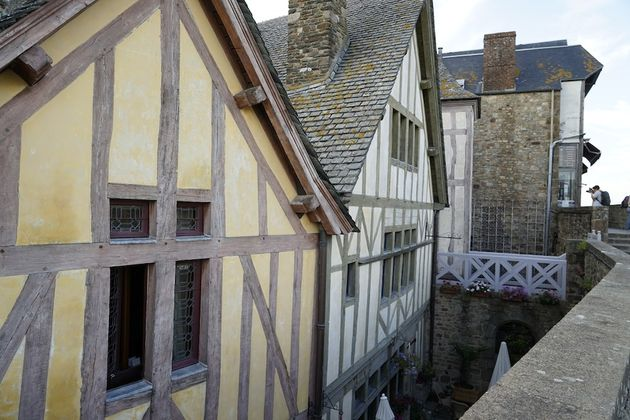 Mont_Saint_Michel_abdij_huizen