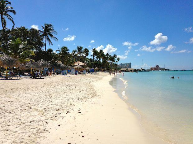 moomba-beach-aruba