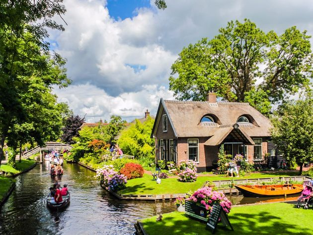 nicknamed-the-dutch-venice-giethoorn-is-a-waterfront-village-in-holland-located-at-the-center-of-overijssels-canal-system-the-quaint-and-picturesque-village-is-home-to-more-than-55-miles-of-canoe-trails-by-which-houses-canal-side-museums-and-even-res