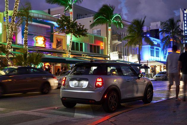 Ocean_drive_Miami_3