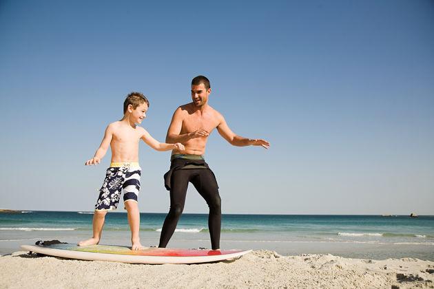 ouders-kinderen-leren-surfen