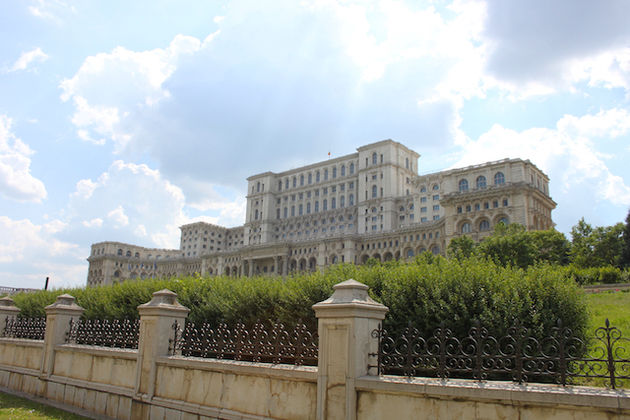 parlementsgebouw-boekarest