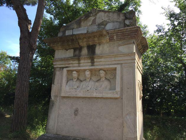 Rome-gedenksteen-deel-gerenoveerd