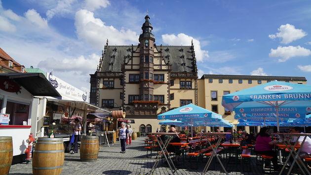 Schweinfurter_Rathaus_Marktplatz