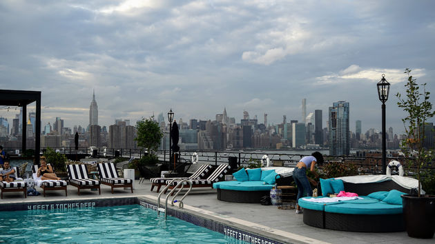 Skyline_Manhattan_Williamsburghotel_rooftop