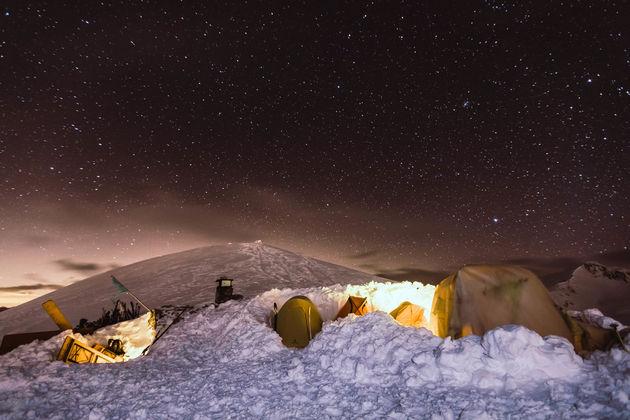 slapen-berg-tent-nacht