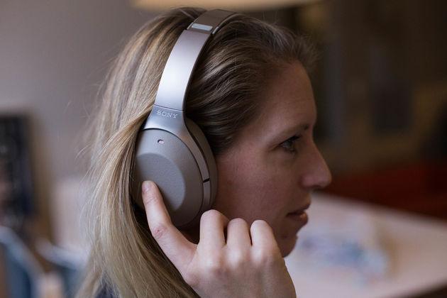 sony-koptelefoon-bedienen-oor