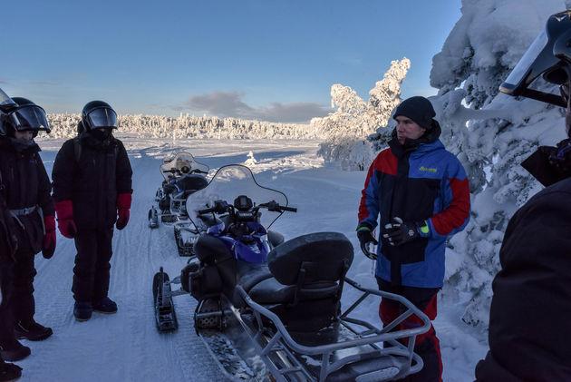 uitleg-gids-sneeuwscooter-tocht