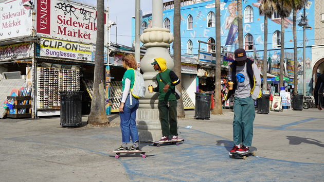 Vanice_Beach_skaters