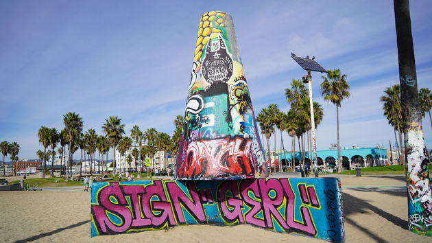 Vanice_Beach_streetartsign