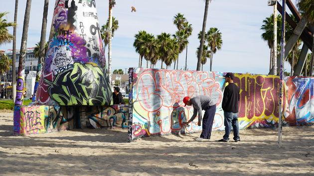 Vanice_Beach_streetartwall