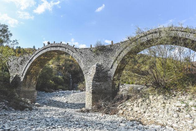 vasteland-griekenland-stenen-bruggen