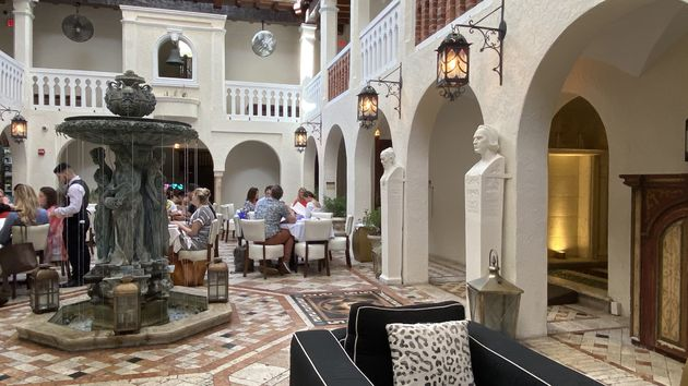 Versace_Mansion_restaurant