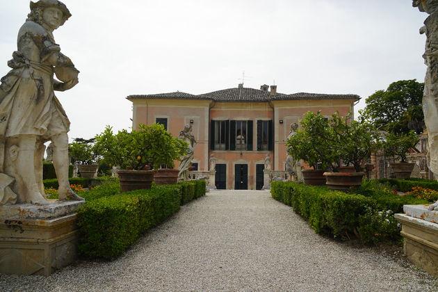 Villa_Bonaccorsi_Potenza_beelden