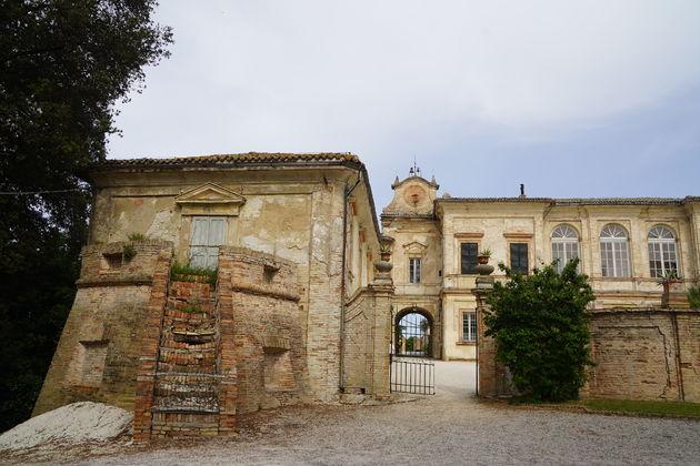 Villa_Bonaccorsi_Potenza_Ingang
