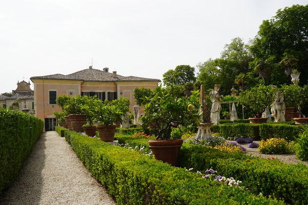 Villa_Bonaccorsi_Potenza_tuin4
