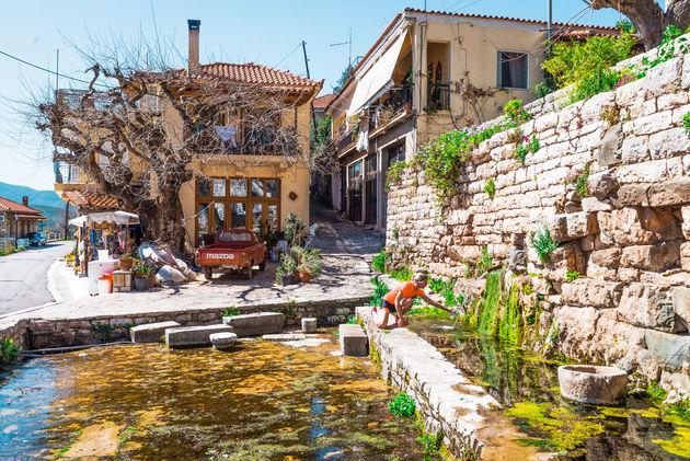 Waterbron Mavromati fietsen Griekenland
